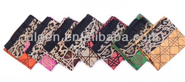 外国貿易leopardと大きなロゼンジスカーフエッジ