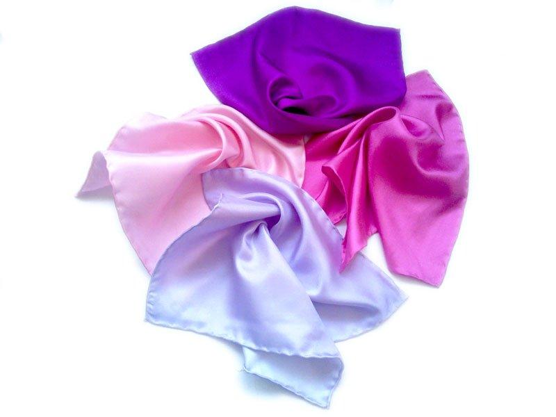 男性のポケットのハンカチ絹の正方形