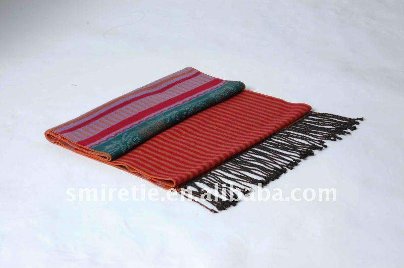 赤い木材パルプのジャカード100%スカーフ