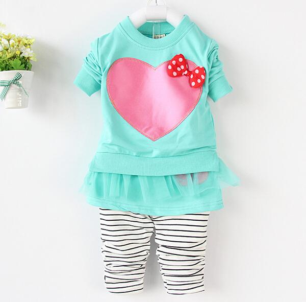最新の服のtc51002015ハート春の綿の印刷された女の子の赤ちゃんの衣装