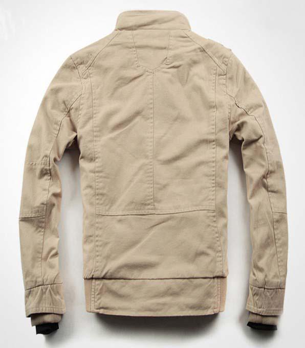男性の胸ポケットジャケットコート
